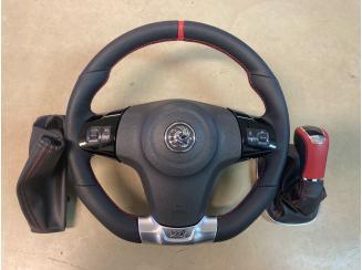 Opel Corsa D OPC Kormánykerék, Váltókar, Kézifékszoknya. Új bőrözés, egyedi varrás.