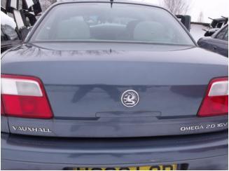 Opel Omega C Sedan csomagtér ajtó
